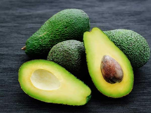 آووکادو ، تقویت مو ، برای جلوگیری از ریزش مو ، رشد مو ، کمک به مو ، سلامت مو ، تغذیه
