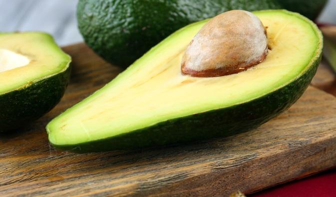 آووکادو برای شادابی پوست ، سلامتی پوست ، چه بخوریم ؟