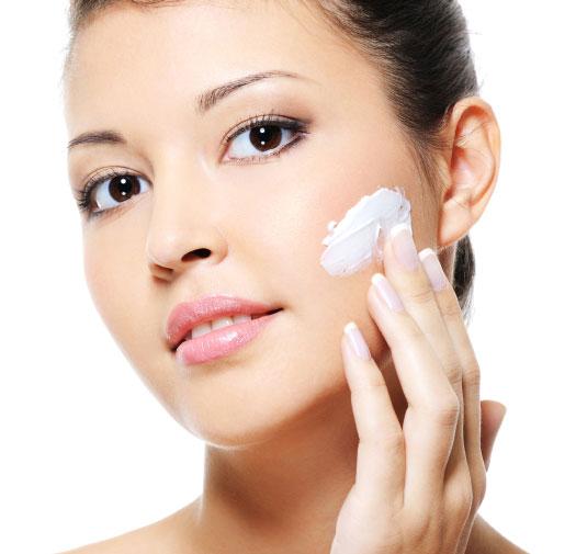 داشتن پوستی روشن ، روشن شدن پوست ، استفاده از مرطوب کننده و مرطوب کردن پوست
