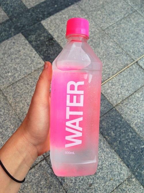 چگونه از پوست خود در تابستان محافظت کنیم ؟ نوشیدن آب